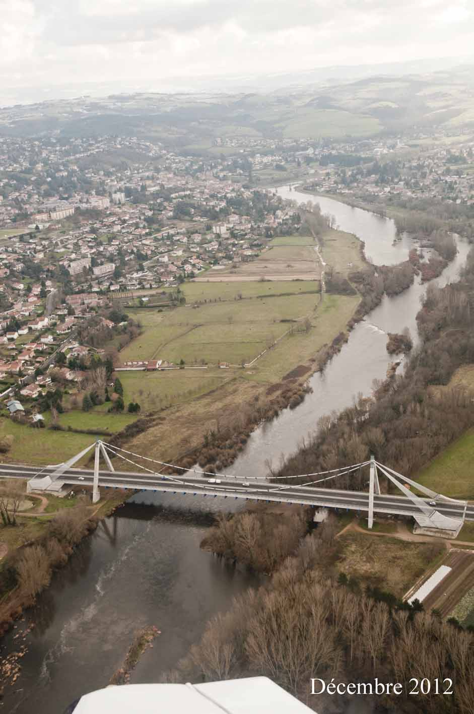 grand pont sur la loire photo aérienne